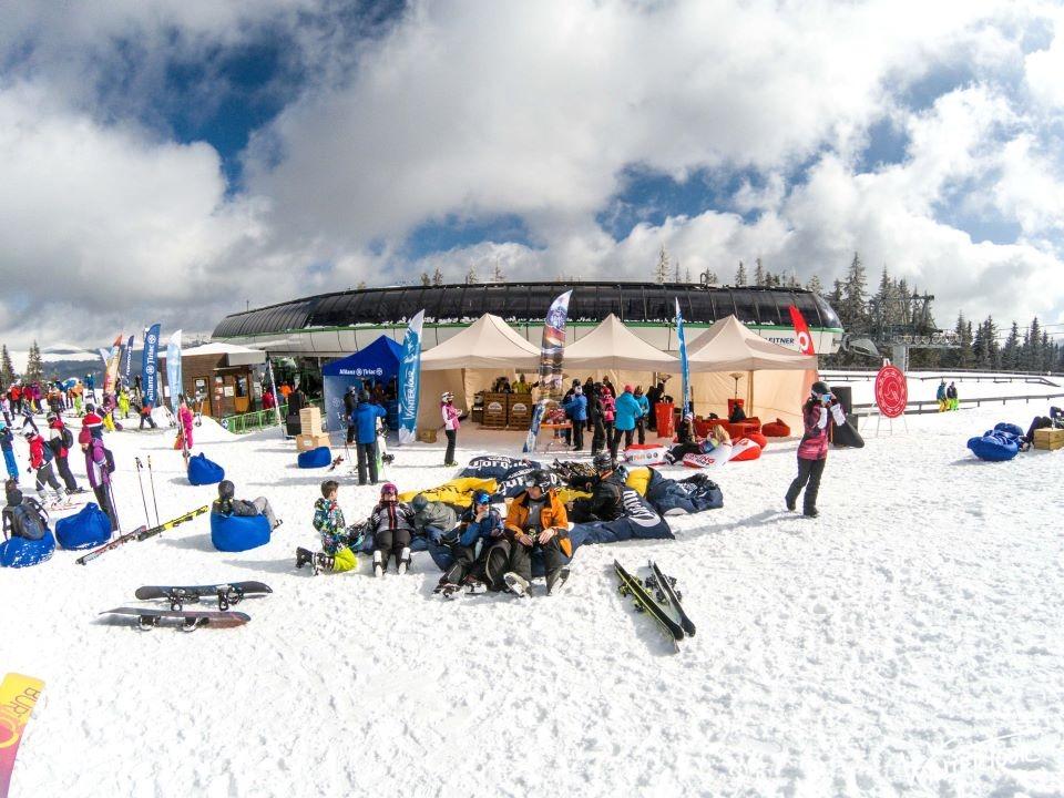 Foto de la Winter Tour pe una dintre cele mai bune pârtii din România.
