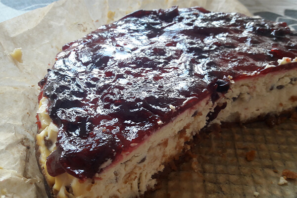 Easy to digest foods for your stomach: Gelatin on cheesecake