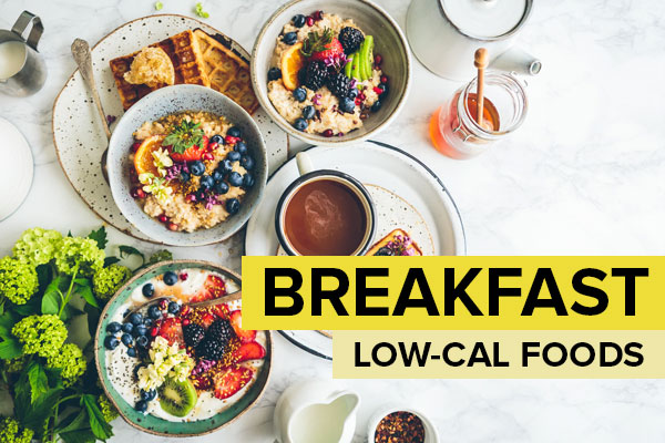 Low-calorie breakfast foods on a table