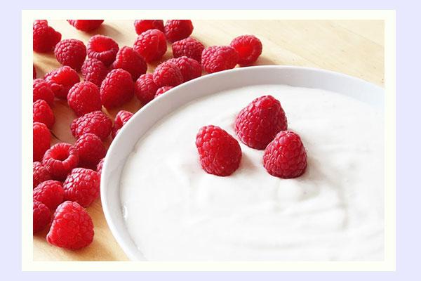 Yogurt - filling breakfast low-calorie foods for easy weight loss